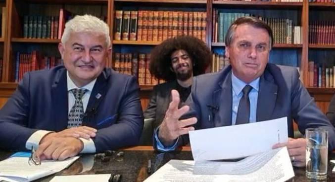 Ministro da Ciência, Marcos Pontes, e o presidente Jair Bolsonaro em live