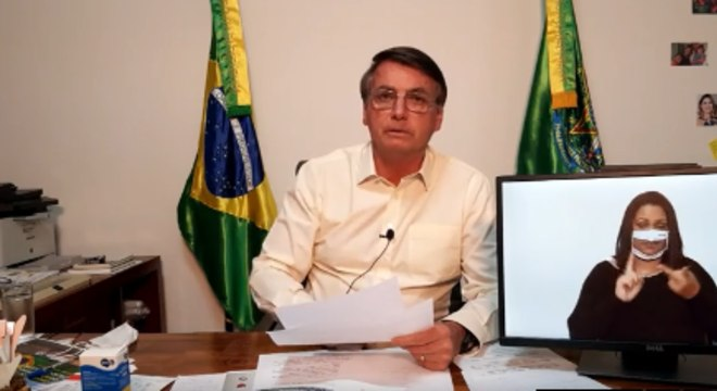 O presidente Jair Bolsonaro durante live desta quinta-feira