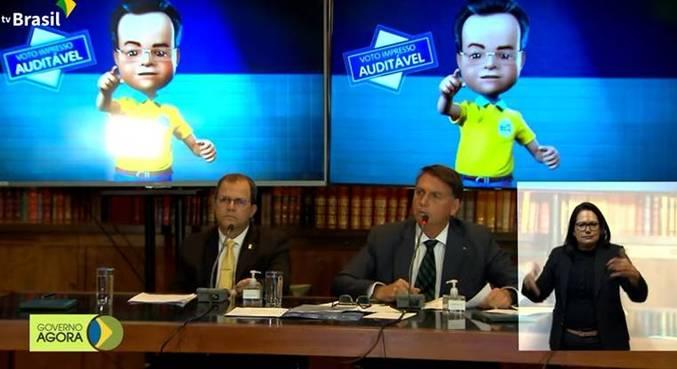 O presidente Jair Bolsonaro, durante transmissão em rede social