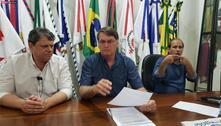 Bolsonaro diz que CPI é vexame e que Pazuello 'foi muito bem'