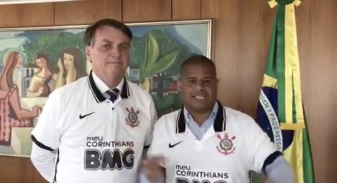 Bolsonaro e Marcelinho Carioca gravaram vídeo com camisa do Corinthians