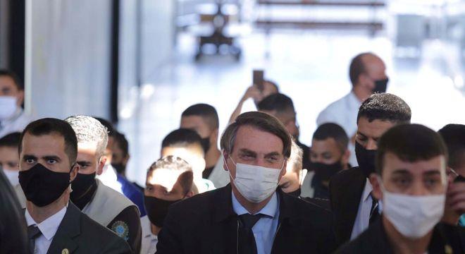 O presidente Jair Bolsonaro ao renovar a CDH nesta quinta-feira (4)