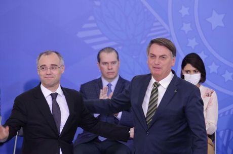 Bolsonaro durante posse de André Mendonça