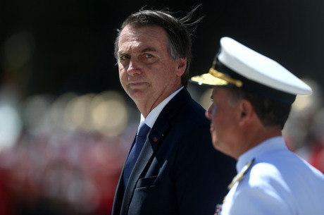 Bolsonaro comunicou corte às autoridades militares