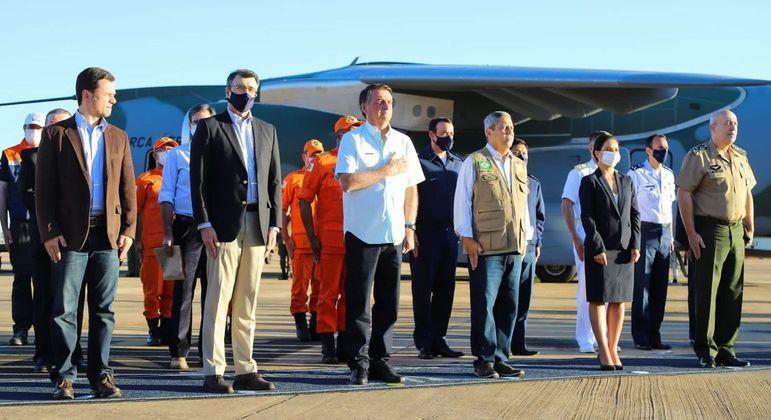 O presidente Jair Bolsonaro acompanhou o embarque da missão humitária rumo ao Haiti