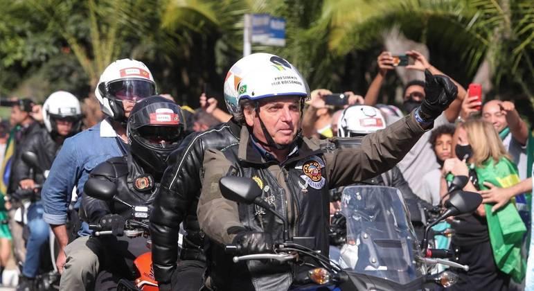 Bolsonaro participa de manifestação de motoqueiros em São Paulo