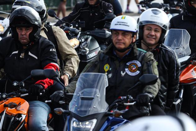 Governo de SP autua Bolsonaro por não usar máscara em ato 28
