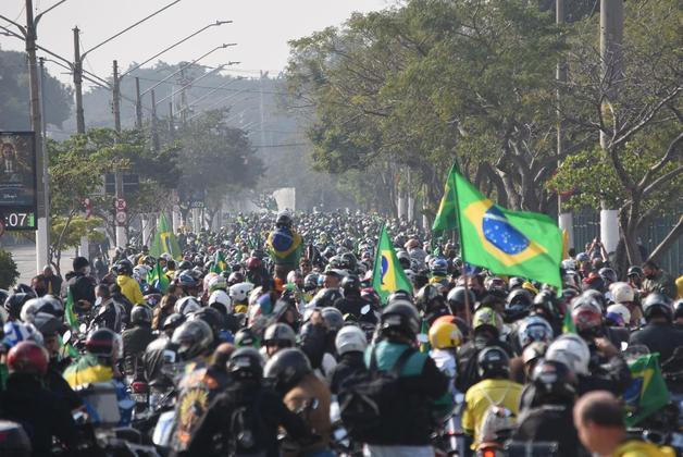 Governo de SP autua Bolsonaro por não usar máscara em ato 29