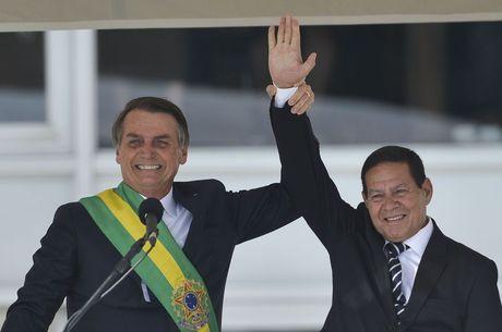 Mourão assume interinamente a Presidência