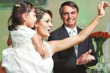 Bolsonaro com sua mulher e filha