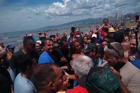 Bolsonaro desembarcou na areia em Praia Grande (SP)