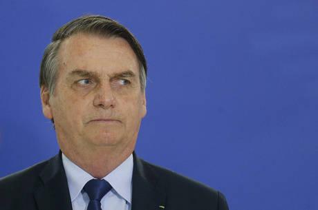 """Bolsonaro disse que ainda está """"noivo"""" de Vélez"""