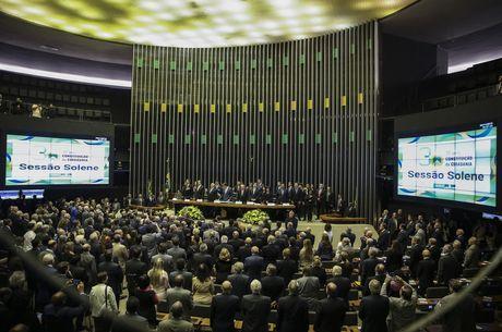 Bolsonaro negocia reforma no Congresso
