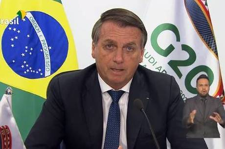 Bolsonaro diz que vê todos da mesma cor: verde e amarelo