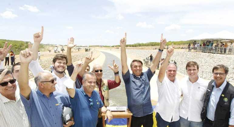 Bolsonaro no início de testes de ramal do Rio São Francisco, em Pernambuco