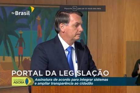 Bolsonaro falou pouco, mais uma vez