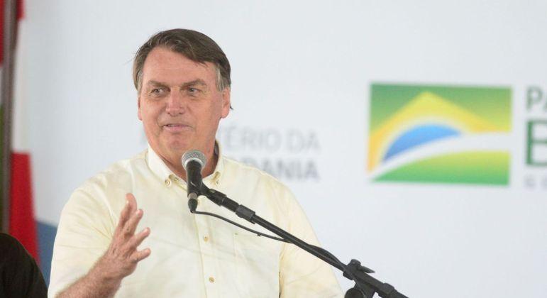 Bolsonaro durrantee cerimônia de entrega de 225 veículos para a assistência social de Santa Catarina