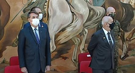 Bolsonaro participa de cerimônia do Exército