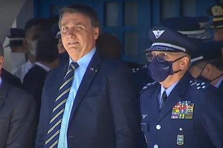 Bolsonaro prestigia formatura de sargentos em SP