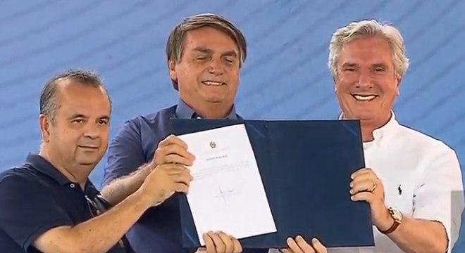 Bolsonaro participa de evento em Alagoas ao lado de ex-presidente Collor