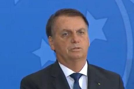 Bolsonaro participa de posse no Turismo