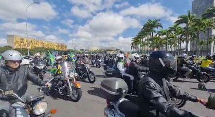 Centenas de motoristas participaram do comboio com o presidente e percorreram Brasília