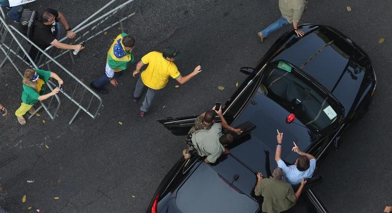 Jair Bolsonaro chega para ato na Avenida Paulista