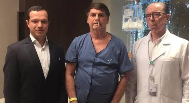 Equipe médica que operou Bolsonaro em São Paulo fará acompanhamento