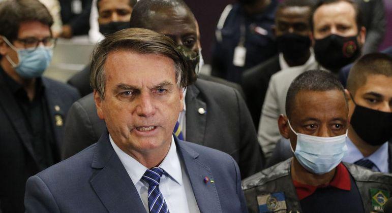 Bolsonaro recebeu Robson Oliveira no aeroporto do Galeão, no Rio de Janeiro