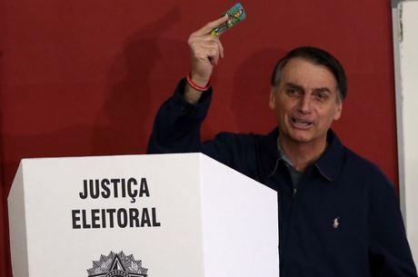 """Bolsonaro cobrou """"medidas cabíveis"""" das autoridades"""