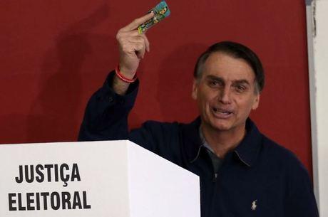 Bolsonaro mapeia nomes para cargos de alto escalão