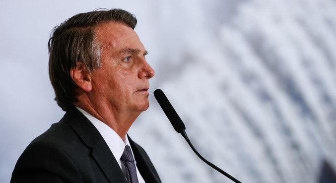 Bolsonaro vai ficar em observação por até 48 horas devido ao soluço persistente