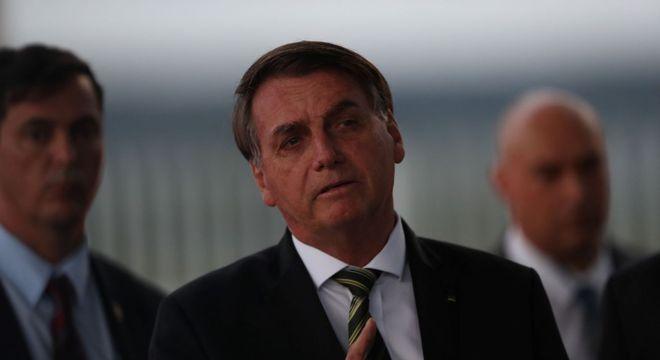 O presidente da República, Jair Bolsonaro, fala diante do Palácio do Planalto