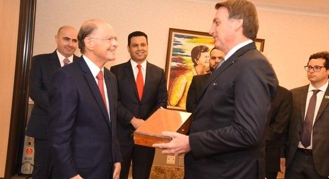 Presidente Bolsonaro é recebido pelo bispo Macedo no Templo de Salomão