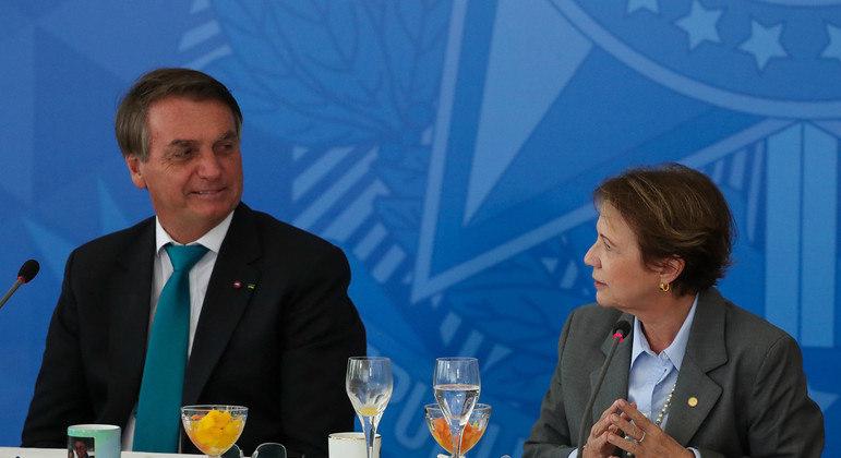 Bolsonaro e a ministra da Agricultura, Tereza Cristina, no café da manhã com parlamentares