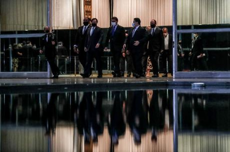 Bolsonaro, ministros, Maia e Alcolumbre após reunião sobre o teto
