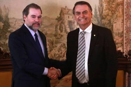 Bolsonaro diz que consultará Toffoli antes de decisões