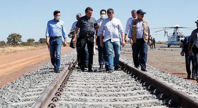 Bolsonaro visita obras da Ferrovia de Integração Oeste-Leste
