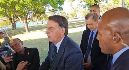 Bolsonaro volta a atacar ministro Barroso