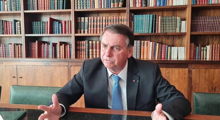 Bolsonaro volta a dizer que se o povo estiver do seu lado, só Deus pode tirá-lo da Presidência
