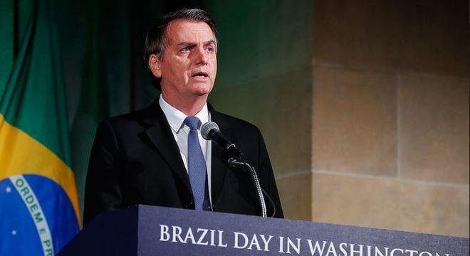 Presidente Jair Bolsonaro vai passar pela última revisão pós-operatória