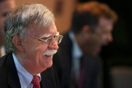 John Bolton apresentou renúncia