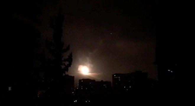 Estados Unidos confirmaram que mísseis atingiram três alvos na Síria