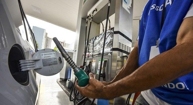 Valor médio do combustível vendido nos postos do Brasil é de R$ 4,591