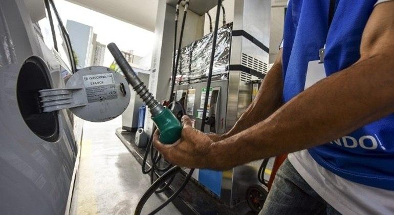 Reajuste no preço da gasolina deve ser fracionado, ou seja, em duas parcelas