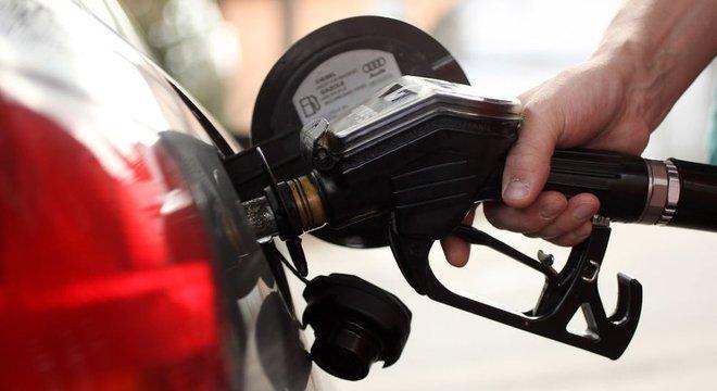 Enquanto alguns países querem aumentar o preço do petróleo, os EUA preferem que ele não suba para não impactar a inflação