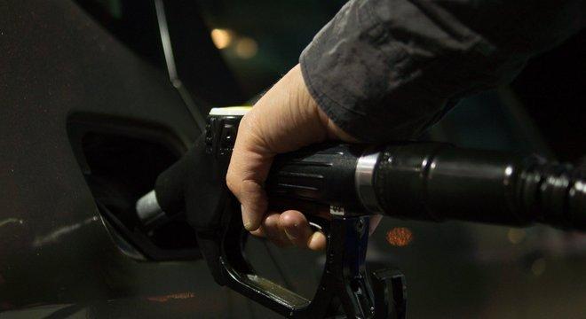 Gasolina terá aumento de 3%, sétimo aumento seguido
