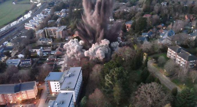 Destroços foram lançados a até 250 metros de distância