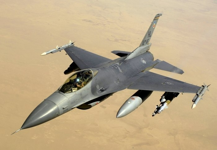 Iraque lança ataques aéreos contra extremistas islâmicos na Síria