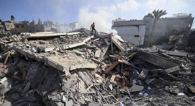 Dez pessoas de uma mesma família palestina, incluindo oito crianças, foram mortas